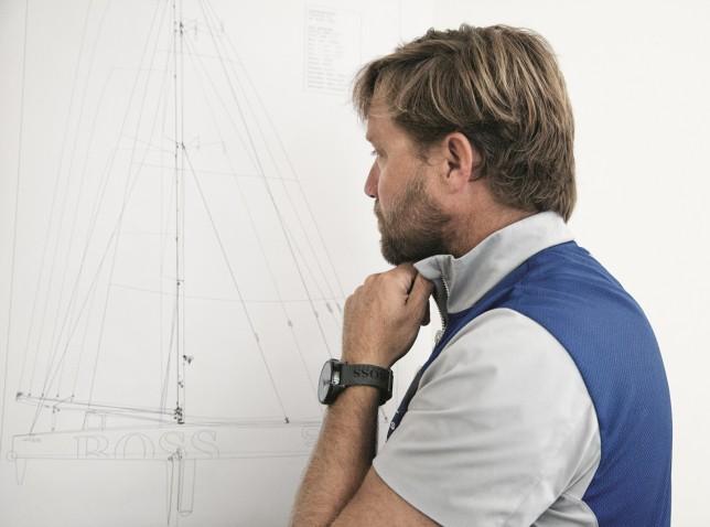 Alex Thomson davanti al progetto del nuovo Hugo Boss