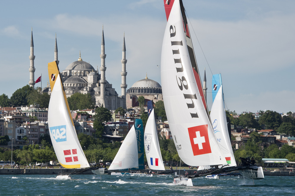 Extreme 40 nel Corno d'Oro a Istanbul. Foto Lloyd Images