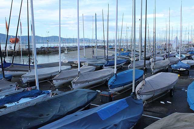 Il parco barche dei Finn alle 9:30 di oggi. Foto Tognozzi
