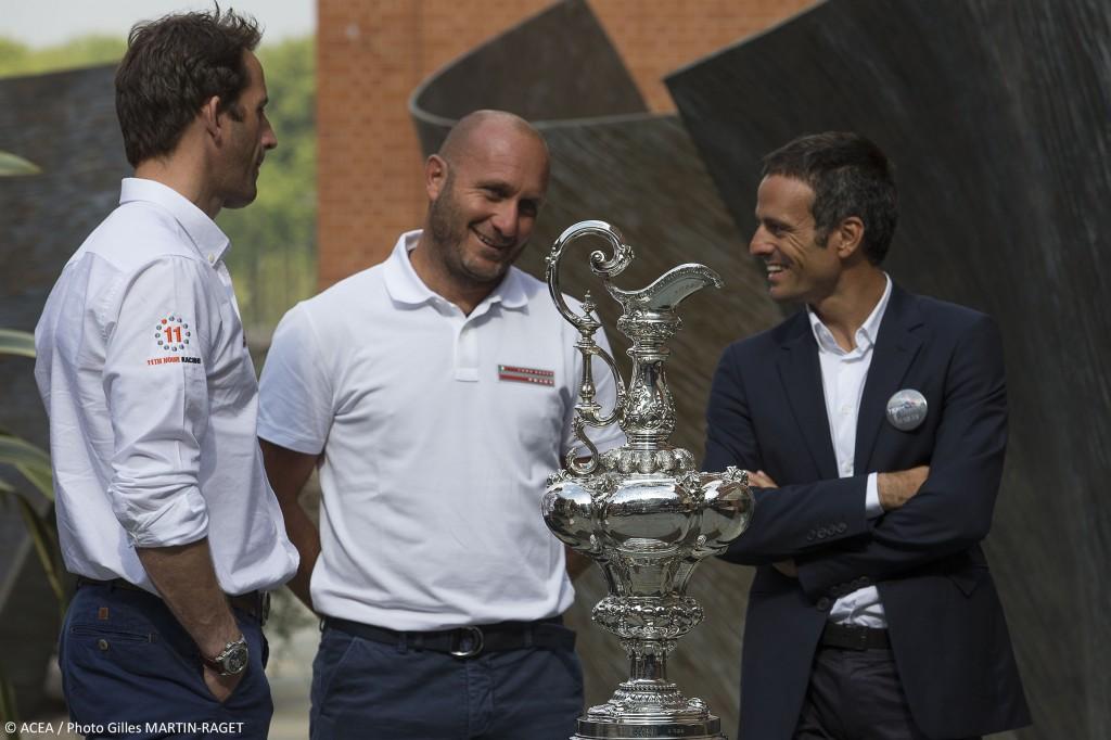 Max Sirena con Ben Ainslie e Franck Cammas osserva la Coppa America. Foto Martin Raget/ACEA