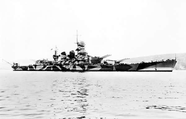 La corazzata Roma con la livrea mimetica modello 1942