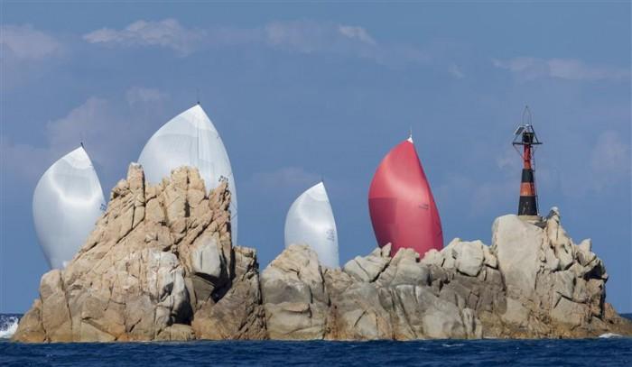 La flotta degli Swan Maxi in avvicinamnto a Mortoriotto