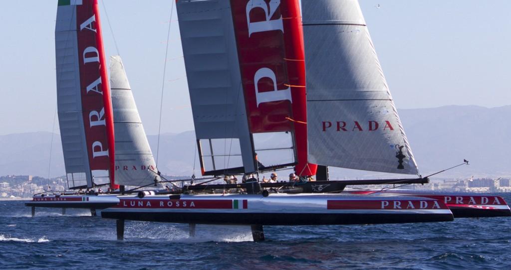 I due AC45 Piranha e Swordfish di Luna Rossa in foiling a Cagliari. Foto Luna Rossa
