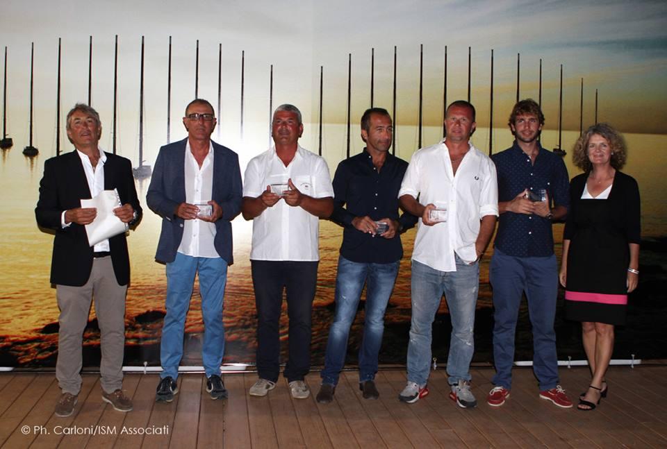 L'equipaggio di Armando Miele, con Roberto Ferrarese, direttore tecnico della BMW Sail Academy. Foto Carloni