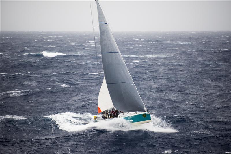 Balearia con randa di cappa e J3. Foto Arrigo/Rolex