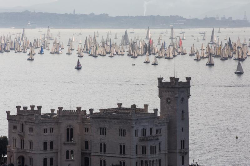 La flotta vista da Miramare. Foto Emme&Emme