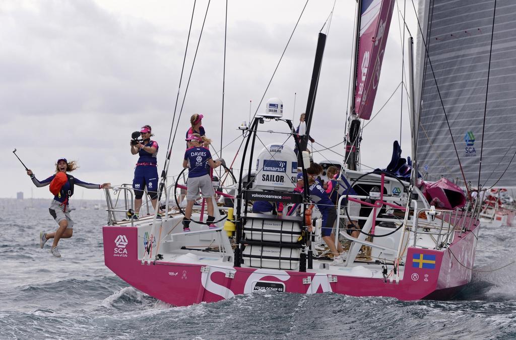 """Il momento del """"jump"""" dell'ospite su Team SCA alla partenza da Alicante. Foto Tomnlinson/Team SCA"""
