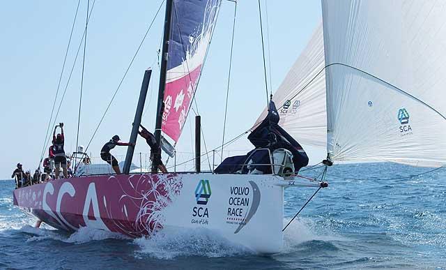 Il grande gennaker A3 su Team SCA durante la practice race. Foto Tognozzi