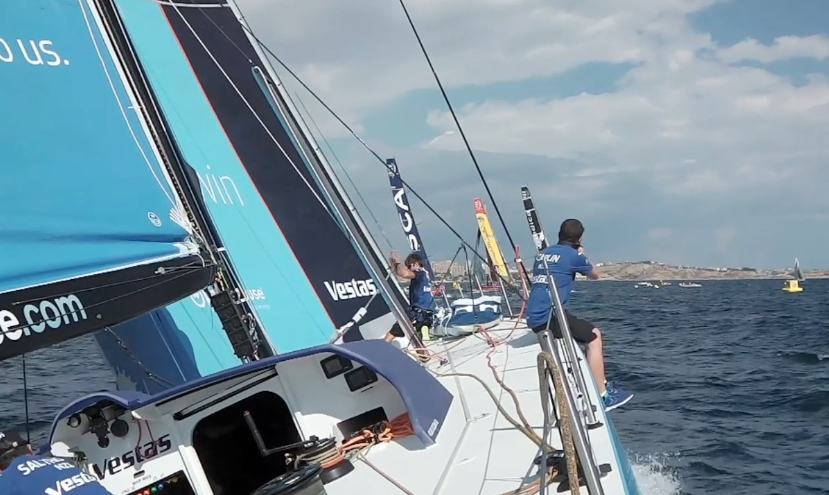 Team Vestas Wind in bolina durante la Practice Race