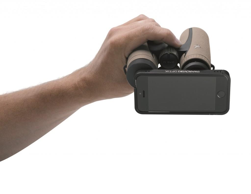 Lo smartphone abbinato al binocolo CL Companion 8x30 di Swarovski Optik
