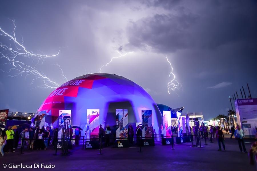 Tuoni e fulmini ieri sera su Alicante... una metafora dei prossimi mesi alla Volvo Ocean Race. Foto Di Fazio