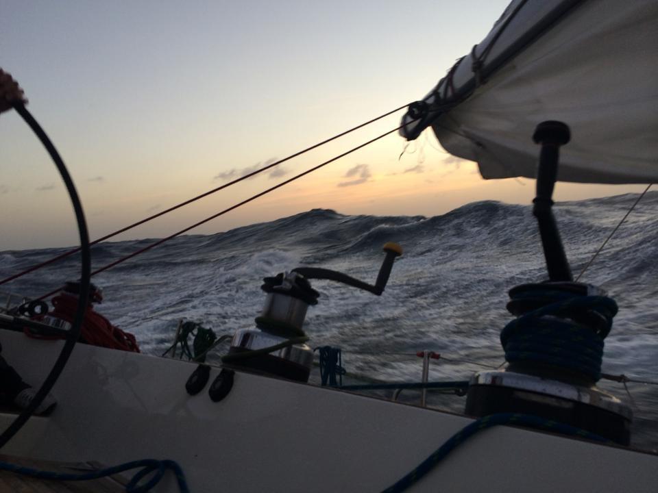 A bordo di Scarlet Oyster durante l'approccio a Pantelleria. Foto Scarlet Oyster