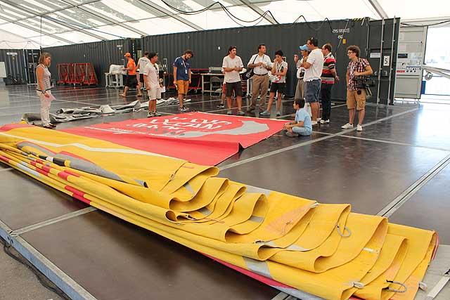 La randa di Abu Dhabi oggi nel sail loft dello The Boatyard, l'area dello shore team condiviso. Foto Tognozzi