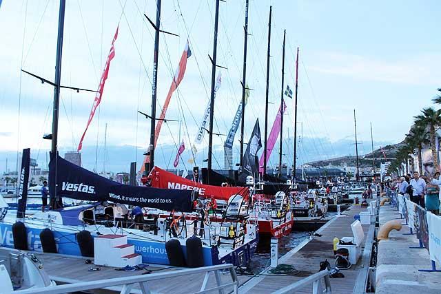 I sette VO65 alle 19 di oggi in banchina ad Alicante. Barche ormai pronte, domani alle 14 si parte