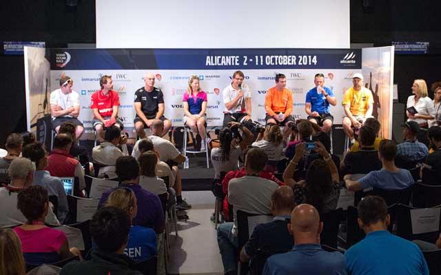 I sette skipper insieme al CEO Knut Frostad nella conferenza stampa di oggi ad Alicante. Foto Ramos/Getty Images