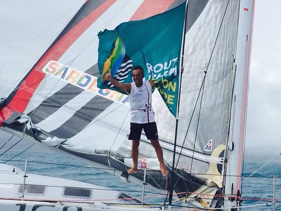 Andrea Mura festeggia il secondo posto all'arrivo