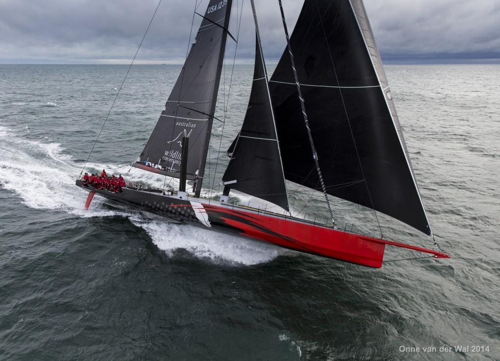 Comanche in piena potenza con Code 0 e staysail. Foto van der Wal