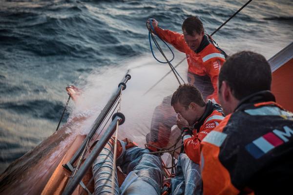 Team Alvimedica subito dopo la partenza di ieri. Foto Ross