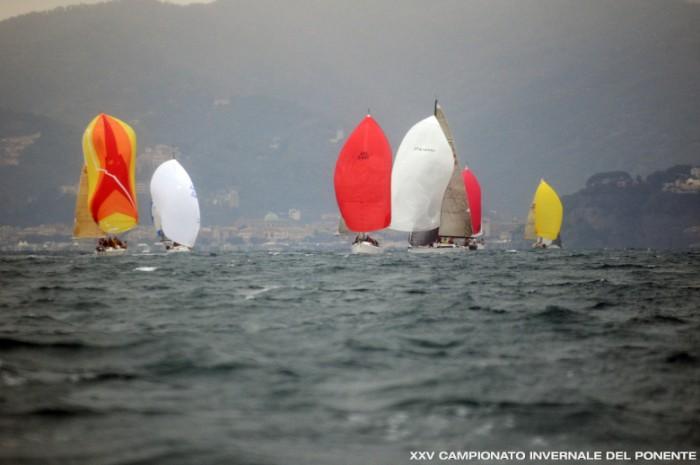 Mare piatto e vento intenso, le tipiche condizioni del campo di Celle Ligure all'Invernale del Ponente