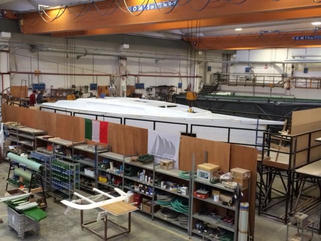 Il Grand Soleil 46 LC in costruzione negli stabilimenti di Cantiere del Pardo. Sarà presentato al prossimo Boot