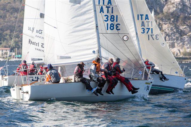 Il J24 JJ Extralarge dell'armatore Roberto Martignoni impegnato in regata