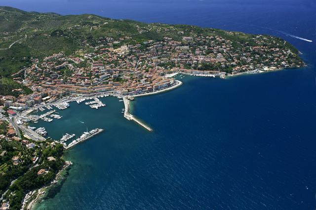 Vista aerea di porto Santo Stefano