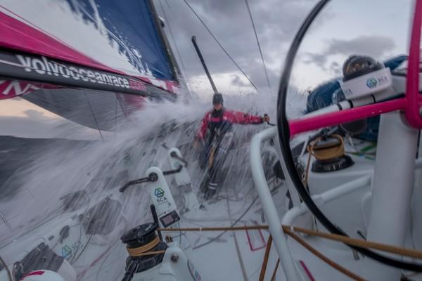 A bordo di Team SCA in condizioni dure. Foto Halloran
