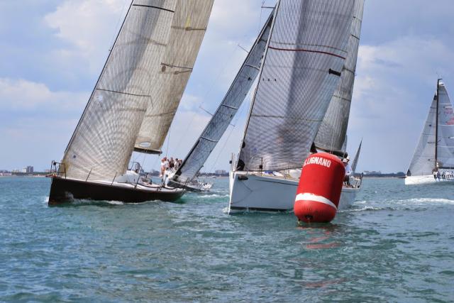 La flotta al giro di boa alla Due Golfi, edizione 2014