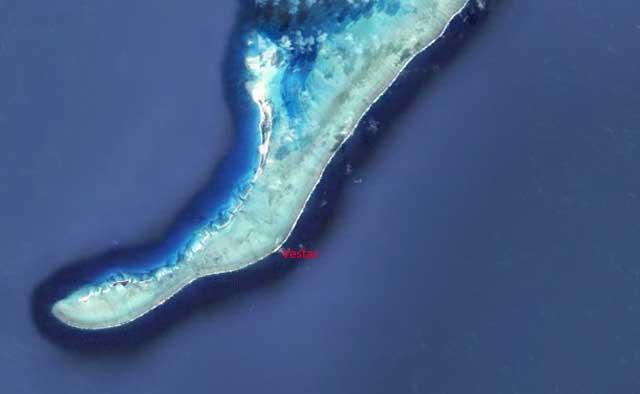 """16° 48' 28"""" S 059° 34' 51"""" E, la posizione di Vestas al momento dell'incaglio sul reef."""