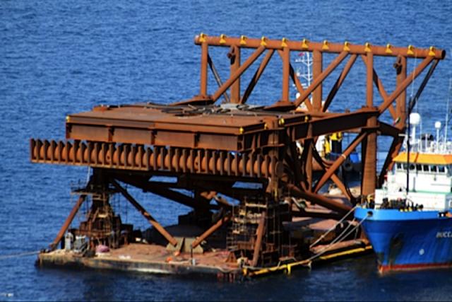 Una delle piattaforme usate al Giglio epr il recupero della Concordia