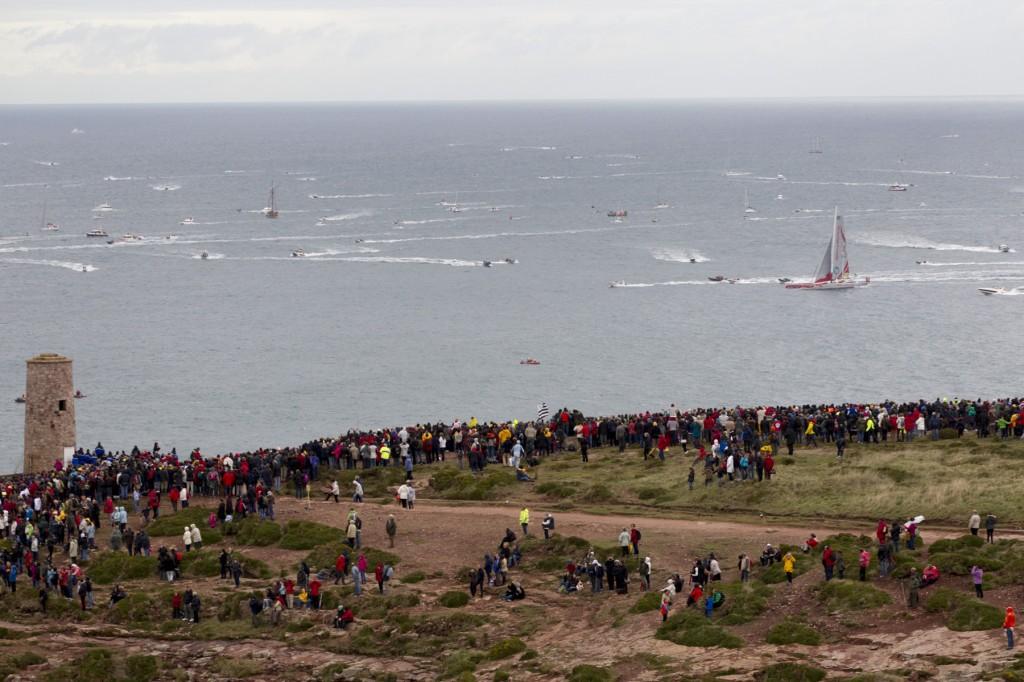 Folla sulle scogliere al passaggio di Cap Frehel. Foto Ortoux