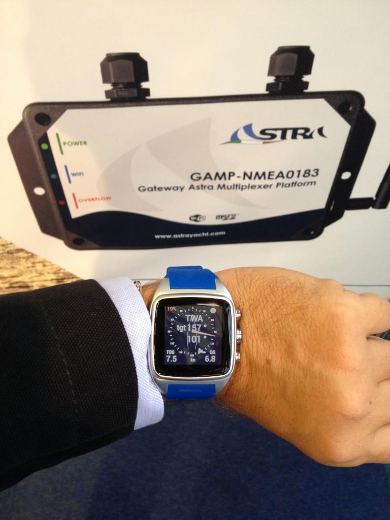 EsaWATCH è il primo smart watch per regatanti e appassionati in grado di segnalare in tempo reale le performance di navigazione