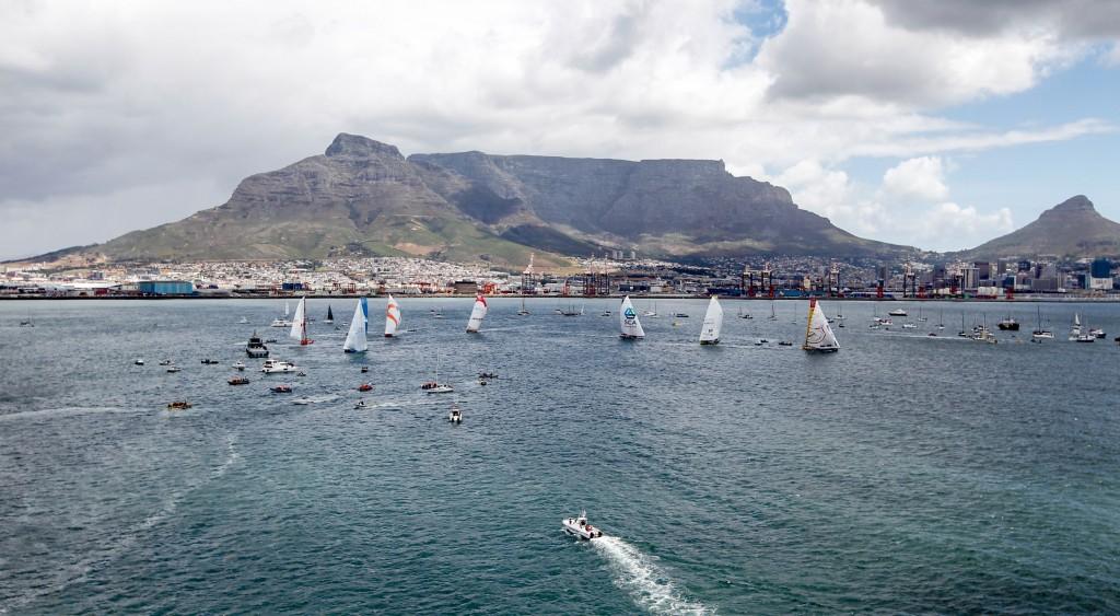la Inport sullo sfondo della Table Mountain. Foto Sànchez