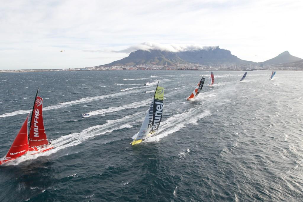 La flotta lascia la Table Bay. Foto Ainhoa Sànchez