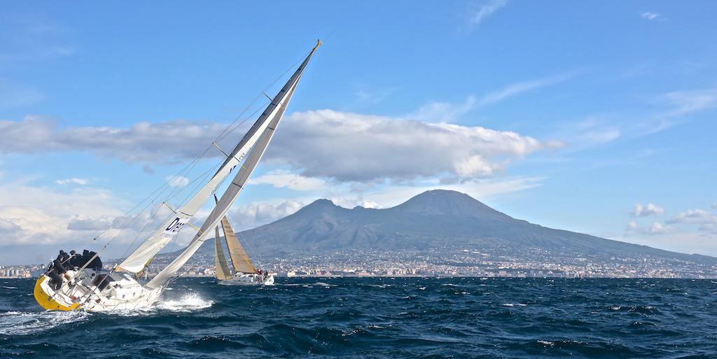 Vela nel Golfo di Napoli