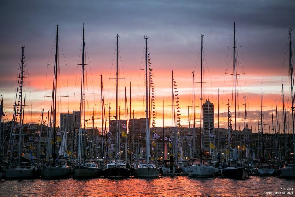 La flotta ormeggiata a Muelle Deportivo a Las Palmas de Gran Canaria. Per il numero crescente di iscritti si è deciso di organizzare due raid: la tradizionale ARC e l'ARC+ con sosta a Capo Verde
