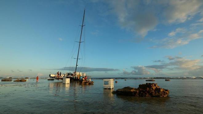 Le operazioni di recupero di Vestas sul reef. Foto Subtech