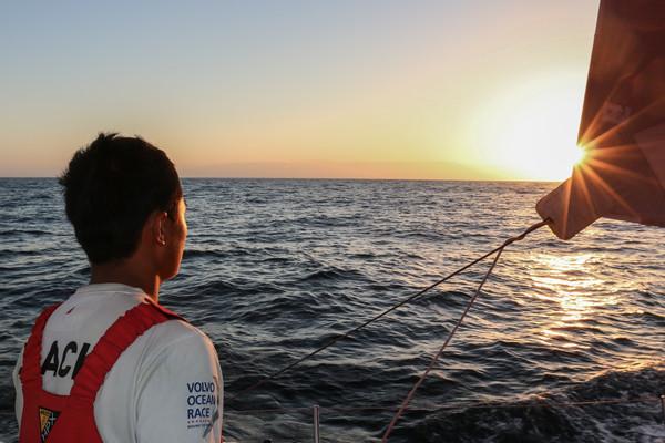 La costa dell'Oman all'orizzonte per Dongfeng. Foto Riou