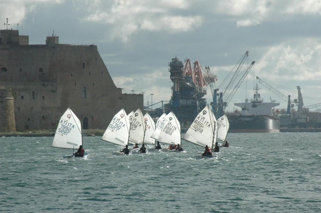 L'ultimo allenamento con un forte maestrale nel porto medio di Brindisi