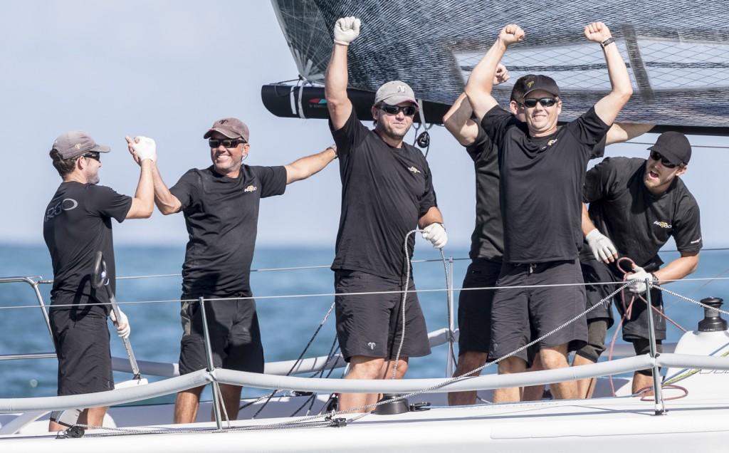 Argo festeggia la vittoria.