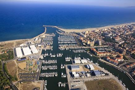 Vista aerea del Nautipole Mediterranee nella cittadina di Canet-En-Roussillon