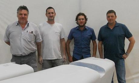 Claudio Trentin (primo a sinistra) con il gruppo costruttore dei cat GC32