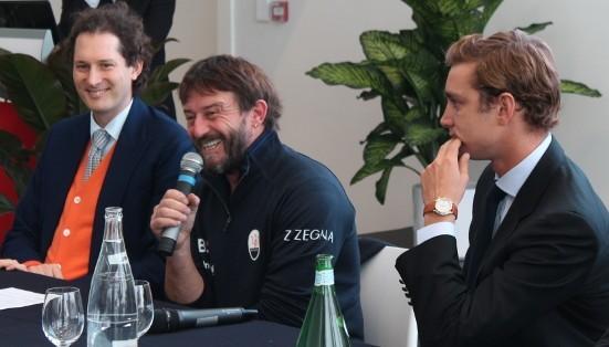 Giovanni Soldini in conferenza stampa tra John Elkann e Pierre Casiraghi