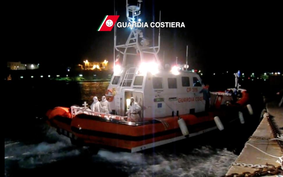 Una delle motovedette al rientro a Lampedusa. Courtesy Guardia Costiera