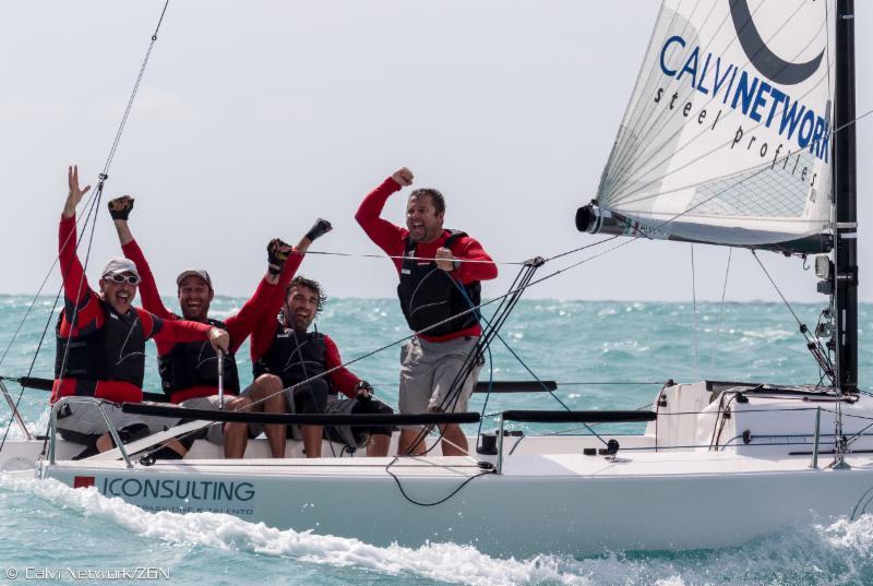 Si festeggia la vittoria su Calvi Network. Foto Calvi/ZGN
