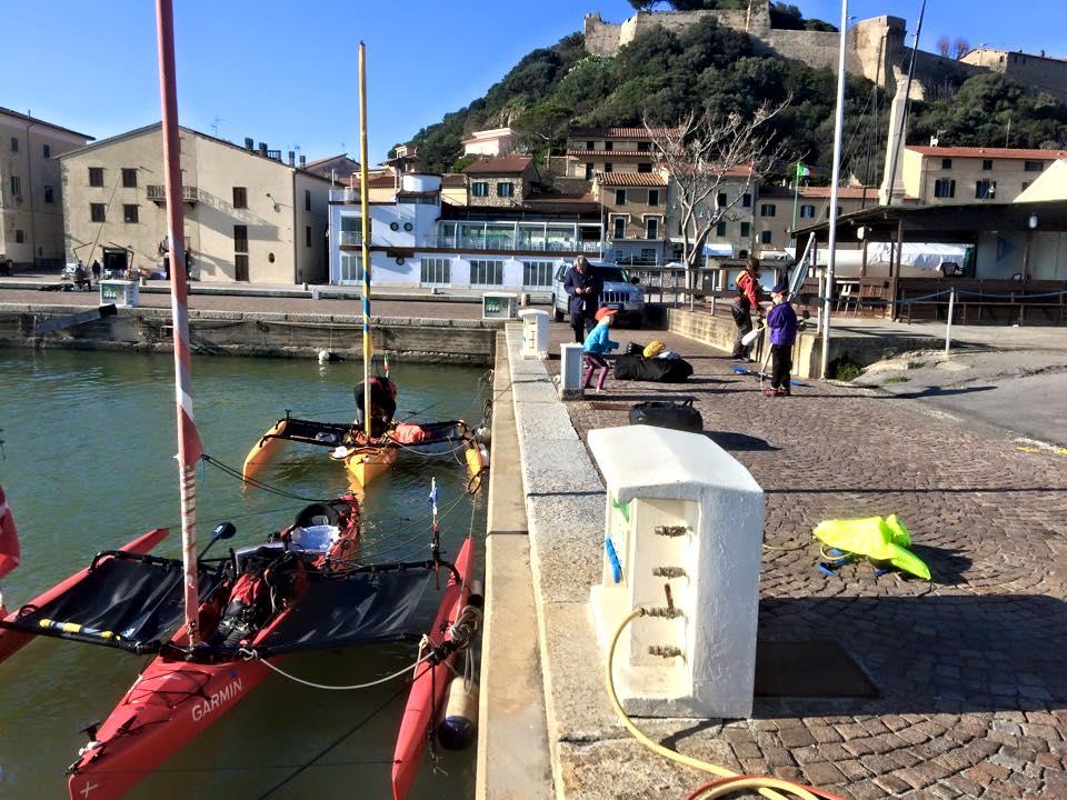 I due kayak a vela della Hobie nella darsena di Castiglione della Pescaia