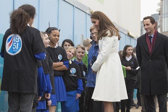 La Duchessa di Cambridge alla base BAR di Portsmouth. Sir Ben Ainslie sorride soddisfatto...