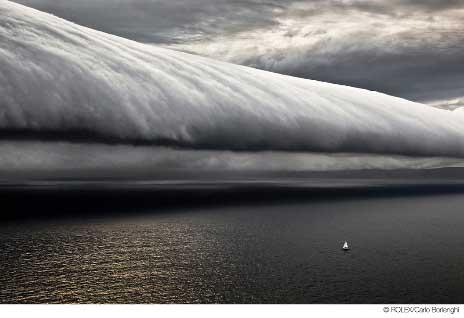 UNa delle foto esposte alla Mostra: un impressionante sistema nuvoloso colto da Borlenghi alla Sydney-Hobart