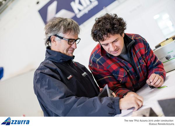 Il project manager Miguel Costa supervisiona i lavori su Azzurra a King Marine. Foto Jesus Renedo
