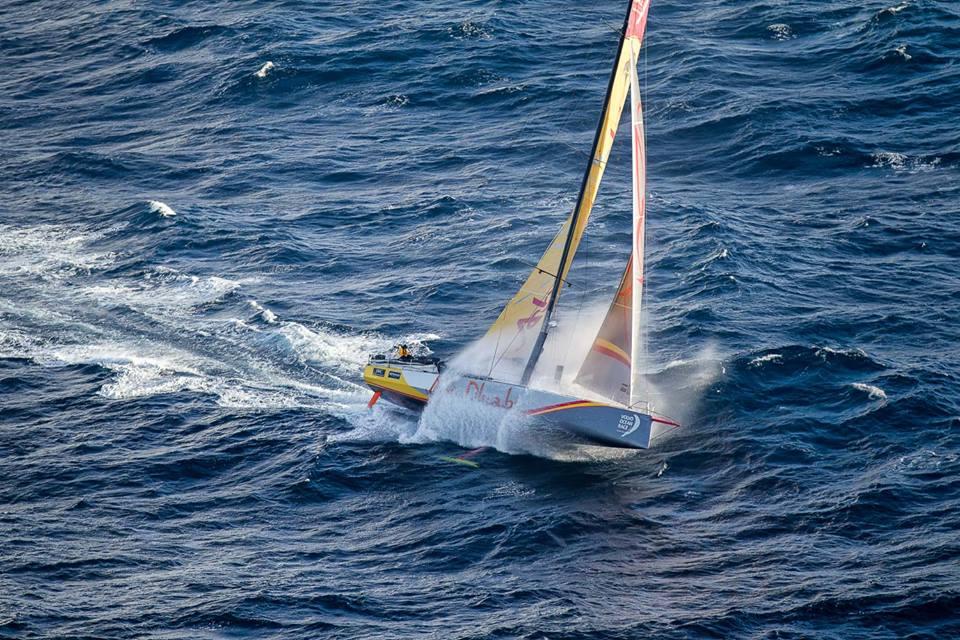 """Abu Dhabi a East Cape, si nota il """"lift"""" della chiglia basculante che solleva in parte la barca. Foto Sanchez"""